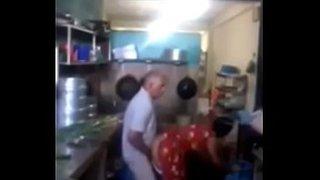 عجوز باكستاني ينيك زوجة ابنه المحجبة سكس عربي فيديو