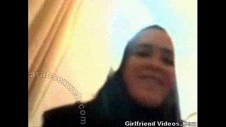 محجبة بالغة عربية تمص بلوجوب سكس عربي فيديو